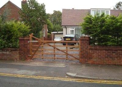 Farm-Style-Driveway-Gate