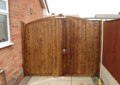Solid-Timber-Driveway-gates2