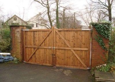 Timber-Driveway-Gates