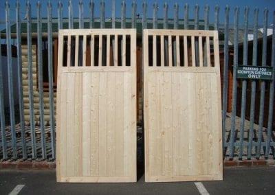 stock-timber-gates